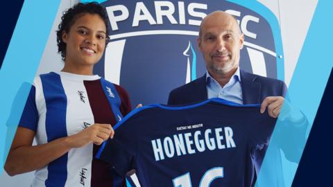 Natascha Honegger signe au Paris FC