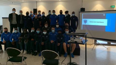 Jean-Marc Nobilo à la rencontre des membres de l'école de foot